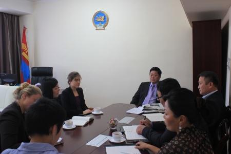 """НҮБ-ын """"Бизнес ба Хүний эрх"""" ажлын хэсгийн гишүүн, хатагтай Маргарет Юнк Монгол Улсын Хүний эрхийн Үндэсний Комиссын үйл ажиллагаатай танилцав. 2012.10.17"""