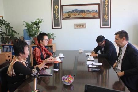 НҮБ-ын Дүрвэгсдийн Асуудал Эрхэлсэн Дээд Комиссарын Газрын БНХАУ дахь Суурин төлөөлөгчийн газрын бүсийн хамгаалалтын ахлах мэргэжилтэн ноён Вожиеш Трояан ХЭҮК-д зочилж, дүрвэгсдийн эрхийн асуудлаар ярилцав. 2012.10.16