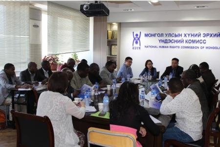 Африкийн орнууд Монгол Улсын Бичил уурхайн туршлагаас суралцаж байна
