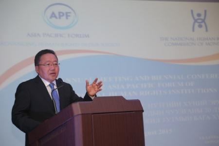 Ази, Номхон Далайн бүс нутгийн Хүний эрхийн Үндэсний Байгууллагуудын Чуулганы ээлжит 20 дугаар хурал болон хоёр жил тутмын Бага хуралд  Монгол Улсын Ерөнхийлөгч Цахиагийн Элбэгдорж оролцож, үг хэлэв